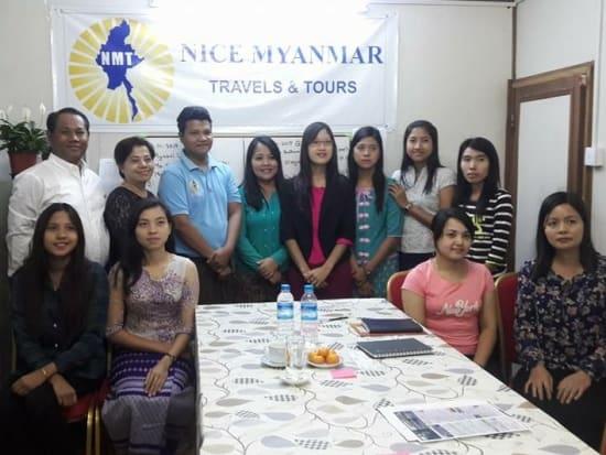 ナイスミャンマー女性社員集合写真