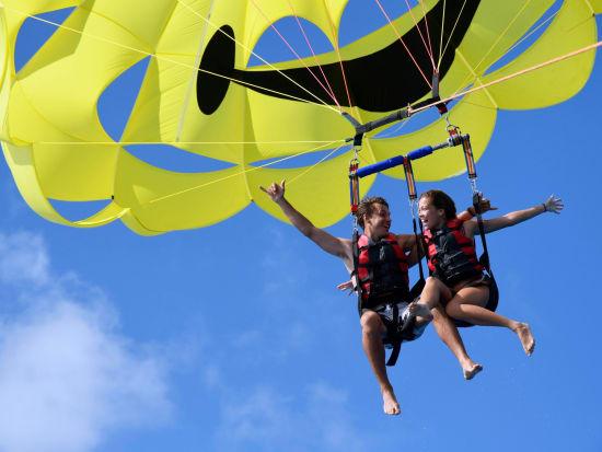 Hawaii_Oahu_H20 Sports_Tandem parasailing