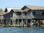 インレー湖 インダー族の高床式水上住宅