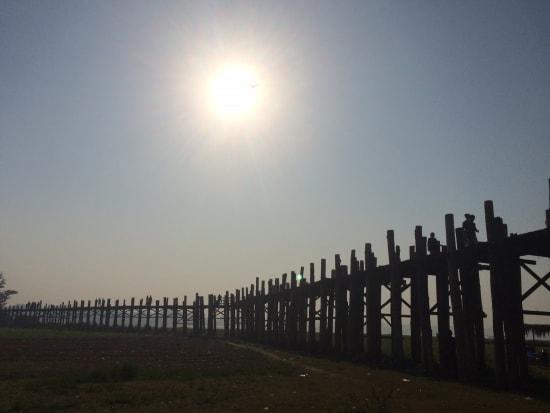ウーベイン 160年以上前に架けられた木造橋