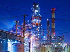 Japan_Kanagawa_Yokohama_factory_night_view_shutterstock_523210618