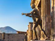 Italy_Pompeii_Vesuvius_shutterstock_278943446