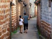 Street Duong Lam Village