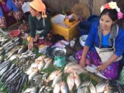 ニャンシュエの市場 多くの少数民族が集まっている
