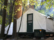 half-dome-village-tent-cabin-2-_1000x667