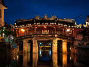 chua cau japanese bridge at night hoi an vietnam