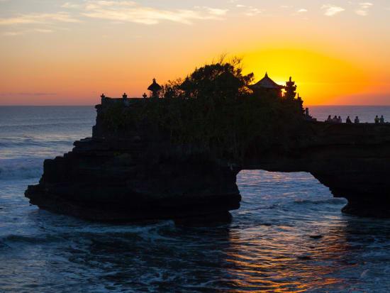 Indonesia_Bali_Tanah_Lot_Temple_Sunset_shutterstock_257386732