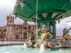 peru_cusco_plaza-de-armas-fountain_123rf_82414641_ML