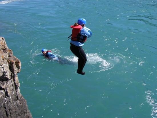 Chinook-Rafting-Horseshoe-Canyone-Whitewater-Rafting-Cliff-Jump-2