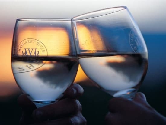 rsz_margaret_river_-_twa_-_wine_glasses_at_sunset_at_watershed_premium_wines_located_near_margaret_river-900x500