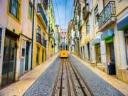 Portugal_Lisbon_street car_tram_123RF_37689077_L