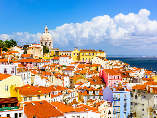 Portugal_Lisbon_Alfama-Neighborhood_shutterstock_361699673