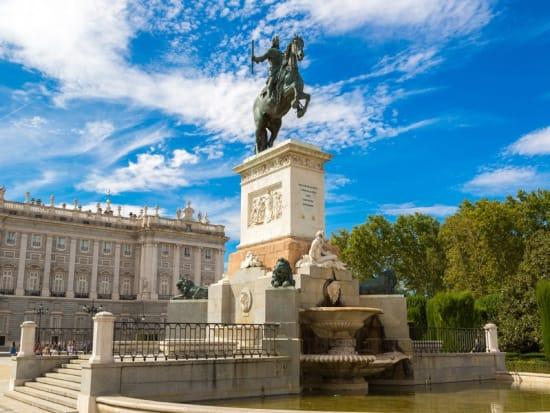 Spain_Madrid_Plaza-de-Oriente_shutterstock_261746051
