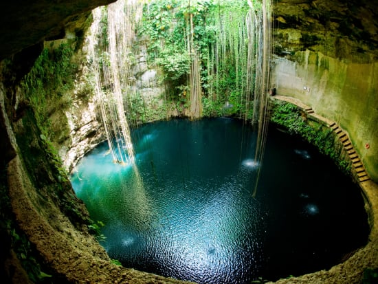Mexico_Yukatan_Ik_Kil_Cenote_shutterstock_101839435