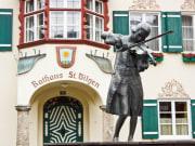 Austria_Salzburg_Statue_of_Mozart_shutterstock_390454042