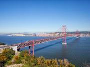 Costa-da-Caparica_Carristur_25-de-Abril-Bridge