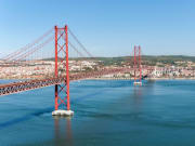 Costa-da-Caparica_Carristur_25-de-Abril-Bridge