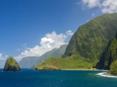 USA_Hawaii_Maui_Molokai Cliffs_shutterstock_666415462