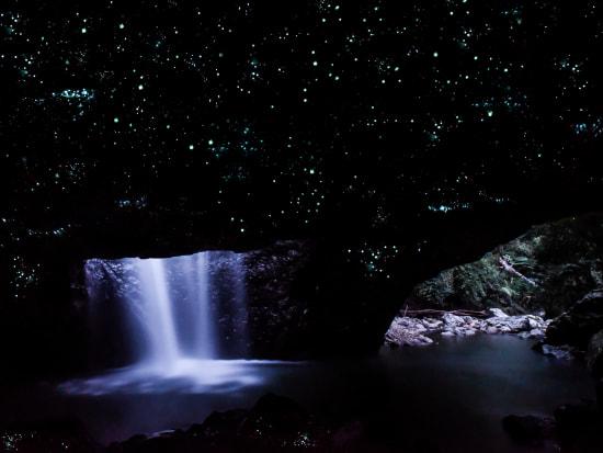 FINAL+Sales+Cave+Photo+JUN2017+Glow-Worm-Light+-+6x8