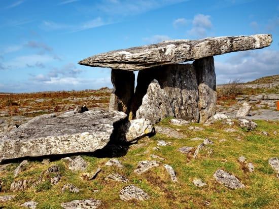 8560_Poulnabrone_dolmen,_The_Burren,_Co.Clare,Ireland
