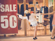 Shopping_Girls_Sale_shutterstock_368957828