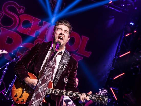 Eric-Petersen-as-Dewey-Finn-in-School-of-Rock-The-Musical-Photo-by-Matthew-Murphy-2