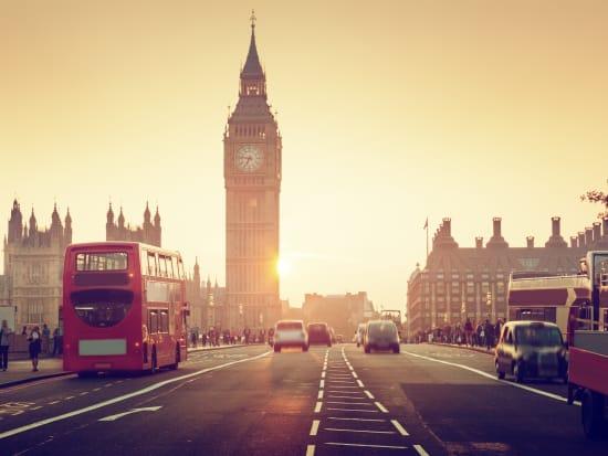 UK_London_Westminster_Bridge_at_Sunset_AdobeStock_104107186