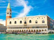 Italy_Venice_Doge-Palace_shutterstock_687023041