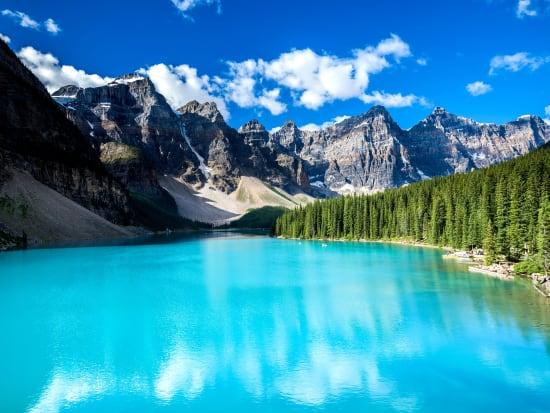 Moraine_Lake_shutterstock_551852224