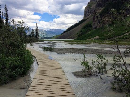 Canada_Banff_Lake_Agnes_shutterstock_726515026