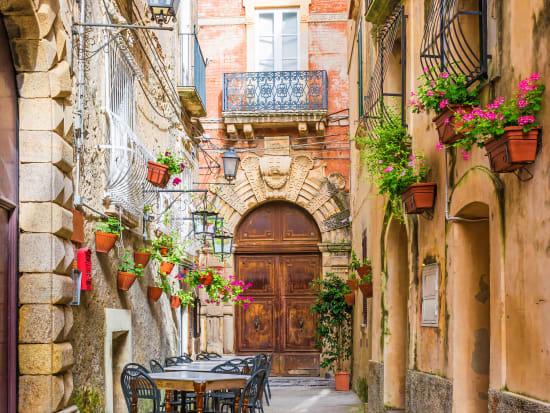 Italy_Positano_shutterstock_653795518
