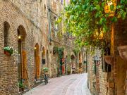 Italy_Tuscany_San Gimignano_shutterstock_420119131