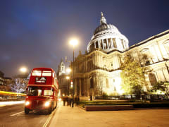 England_London_St Paul Cathedral_Bus_shutterstock_135252281