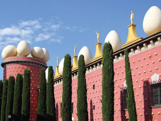Museo Dali Barcelona.Costa Brava And Dali Museum In Figueres Full Day Tour From Barcelona