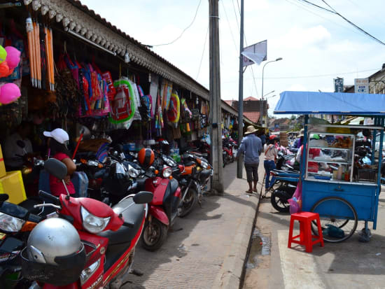 Cambodia_SiemReap_StreetMarket_shutterstock_577221970
