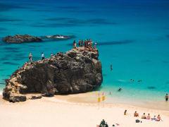 HI_Oahu_NorthShore_WaimeaBay_shutterstock_3752980