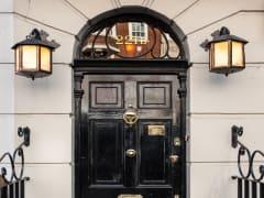 England_London_221B-Baker-Street_shutterstock_143832400