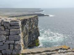 Ireland_Kilmurvy_Dun-Aonghusa_shutterstock_142087651