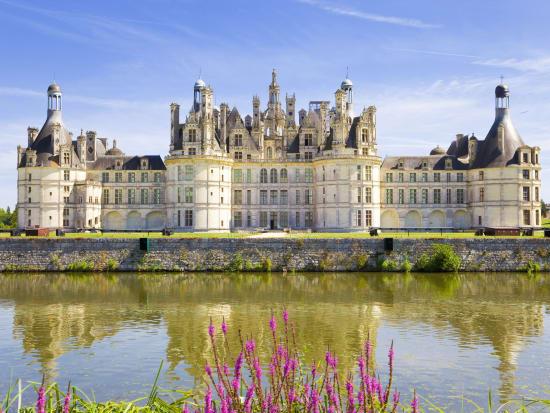 France_Loire_Valley_Chateau_de_Chambord_Castle_shutterstock_45735112