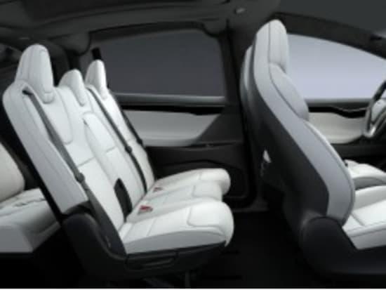 TeslaXの車内写真