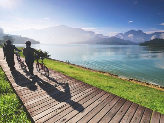 Cycling on Sun Moon Lake bikeway