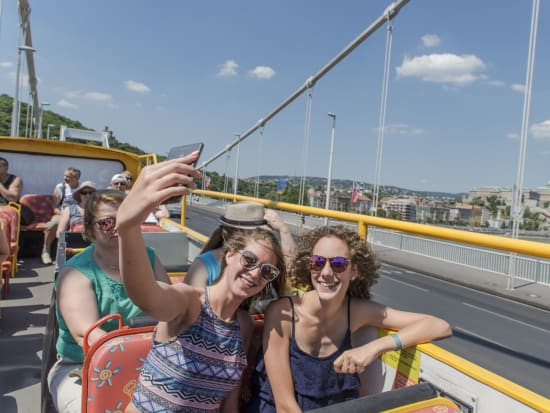 budapest hungary hop on hop off sightseeing bus
