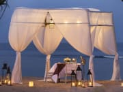 romantic_dinner_on_the_beach