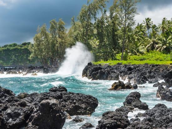 Hawaii_Maui_Hana_shutterstock_702669118