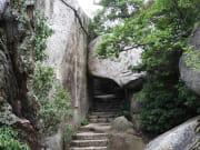 スライド6番-くぐり岩