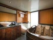 lavela-classic-cruise_junior-suite-bathroom