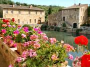 Italy_Tuscany_Bagno-Vignoni_shutterstock_37749976