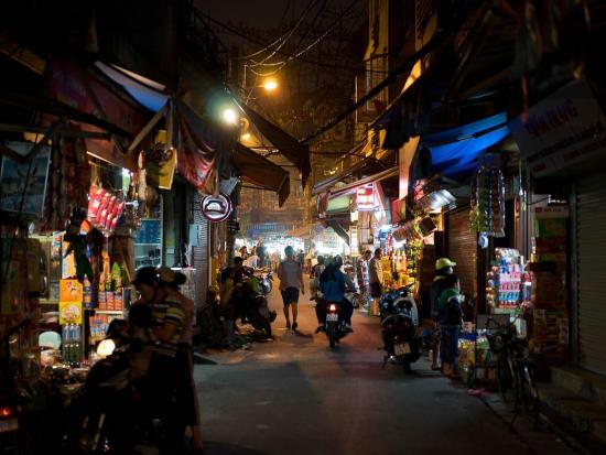 Vietnam_Hanoi_Night_Street_Market_pixabay_1161817