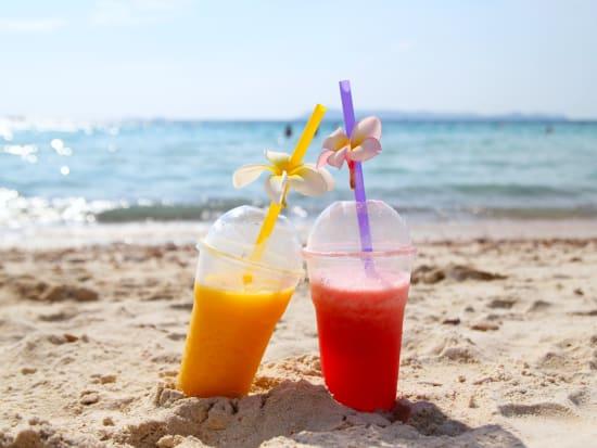 Thailand_Pattaya_koh_Lan_Island_Beach_Juice_shutterstock_587510615
