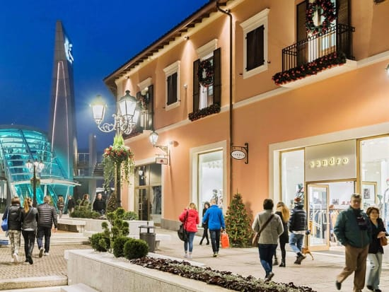 Serravalle outlet shopping tour from milan milan tours for Serravalle outlet milan